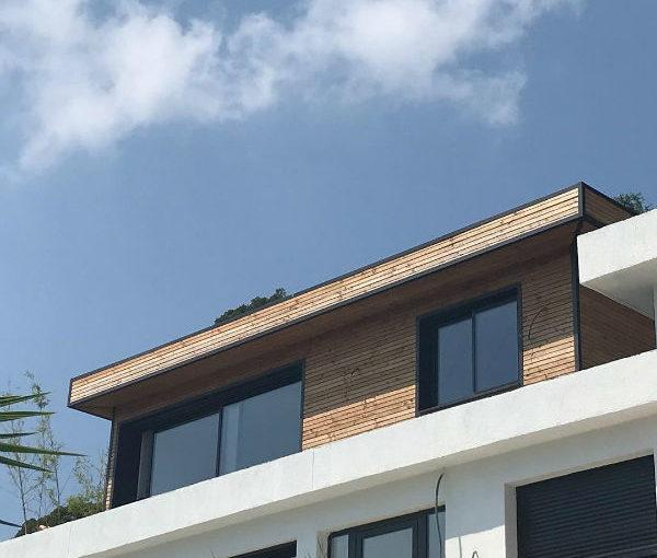 Extension de maison en bois sur toit terrasse dans les Alpes Maritimes